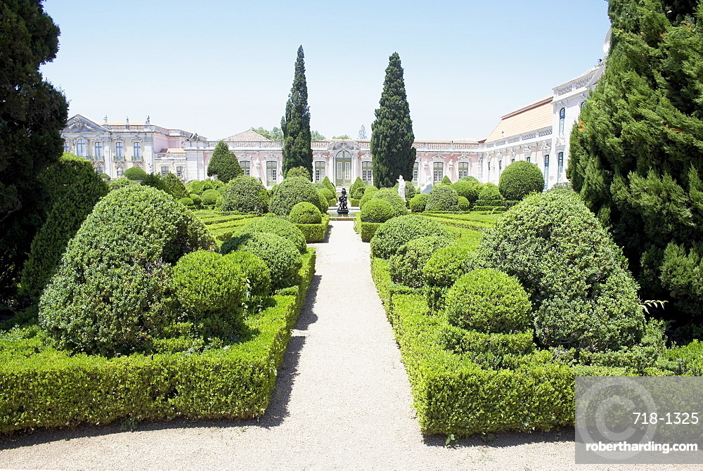The Queluz Palace gardens, once the summer residence of the Braganza Kings, Queluz, near Lisbon, Portugal, Europe