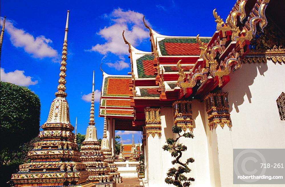 Temples and chedis of Wat Pho, Bangkok, Thailand