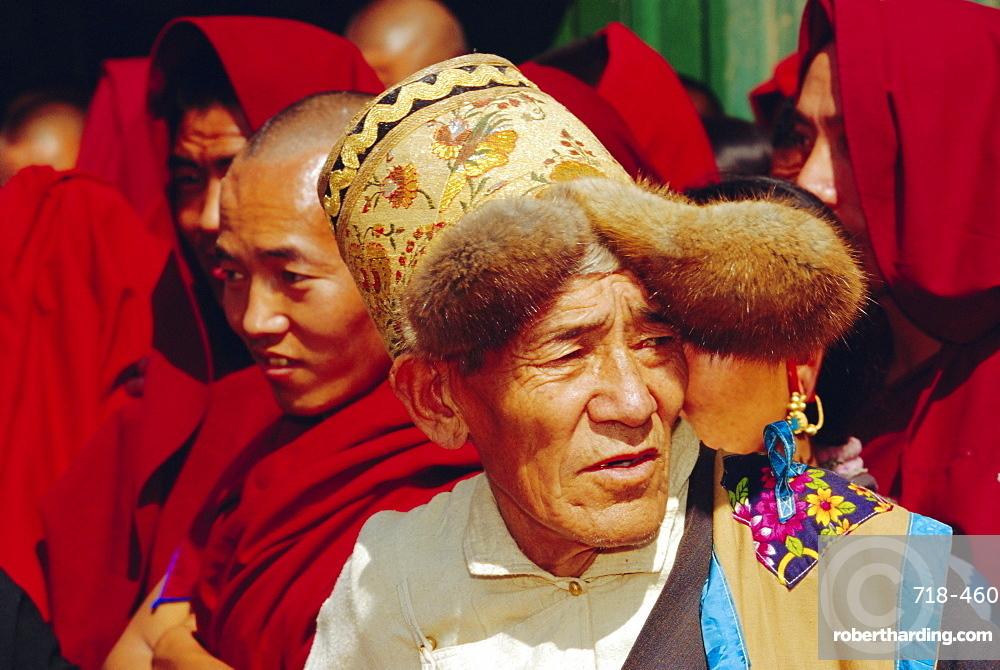 Old Tibetan man wearing typical hat during Losar (Tibetan New Year), Bodhnath, Katmandu, Nepal