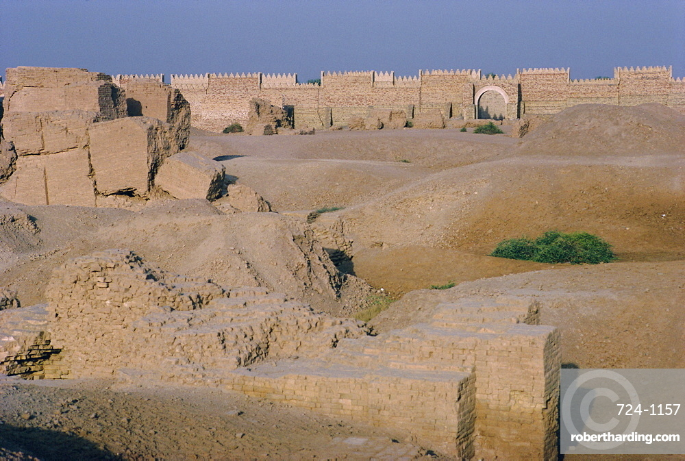 Ancient city ramparts, archaeological site of Babylon, Iraq, Middle East