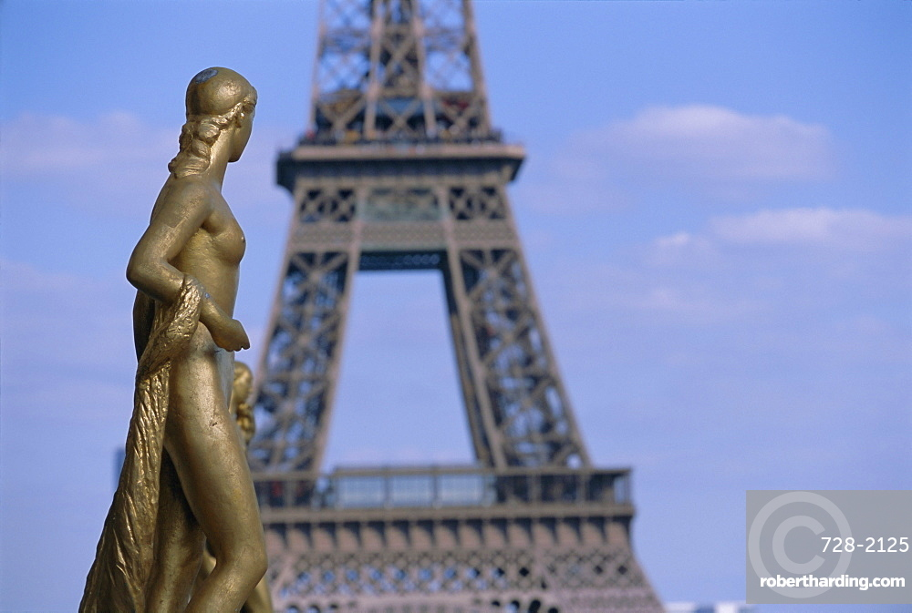 Statues at Trocadero and Eiffel Tower, Paris, France, Europe