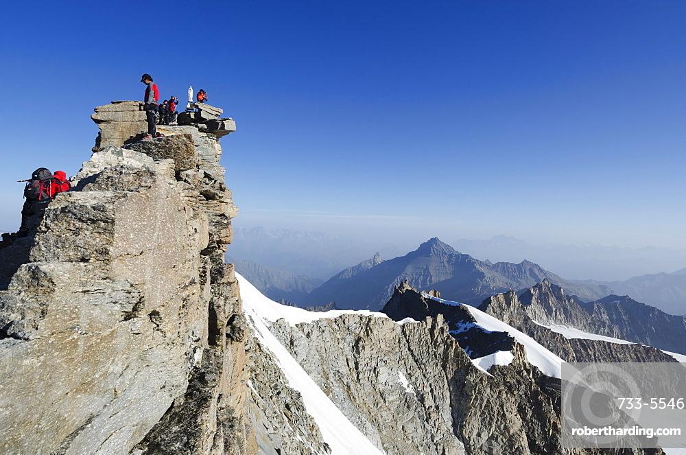 Gran Paradiso, 4061m, highest peak entirely in Italy, Gran Paradiso National Park, Aosta Valley, Italian Alps, Italy, Europe