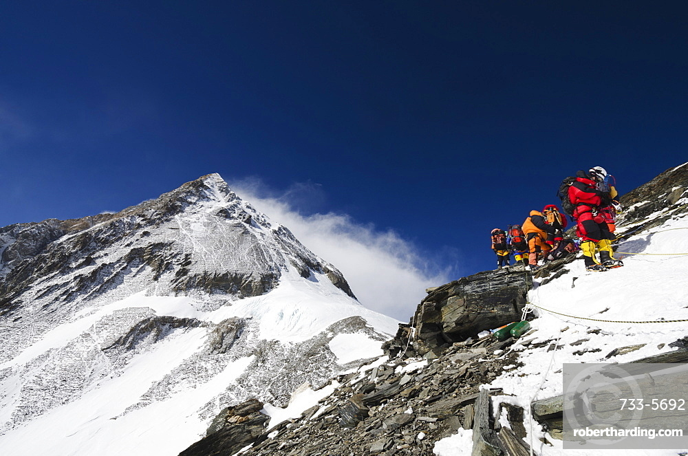 Climbers on the Geneva Spur, Solu Khumbu Everest Region, Sagarmatha National Park, UNESCO World Heritage Site, Nepal, Himalayas, Asia
