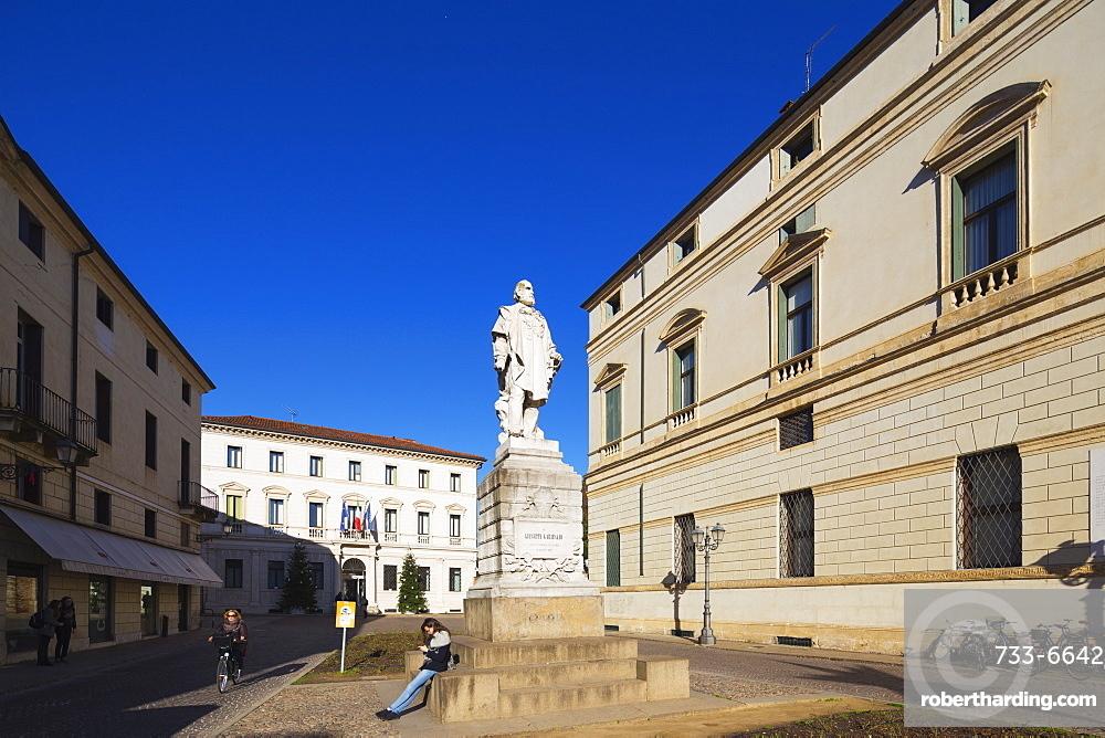 Statue of Guiseppi Garibaldi in Piazza del Castello, UNESCO World Heritage Site, Vicenza, Veneto, Italy, Europe