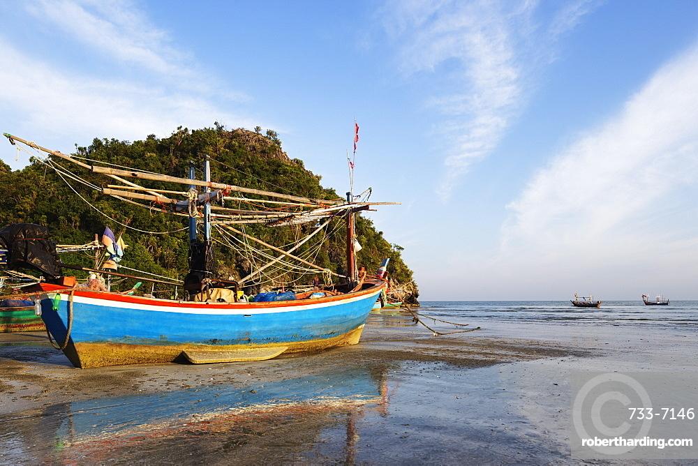 Fishing boats at sunset, Sam Phraya Beach, Khao San Roi Yot National Park, Prachuap Kiri Khan, Thailand, Southeast Asia, Asia