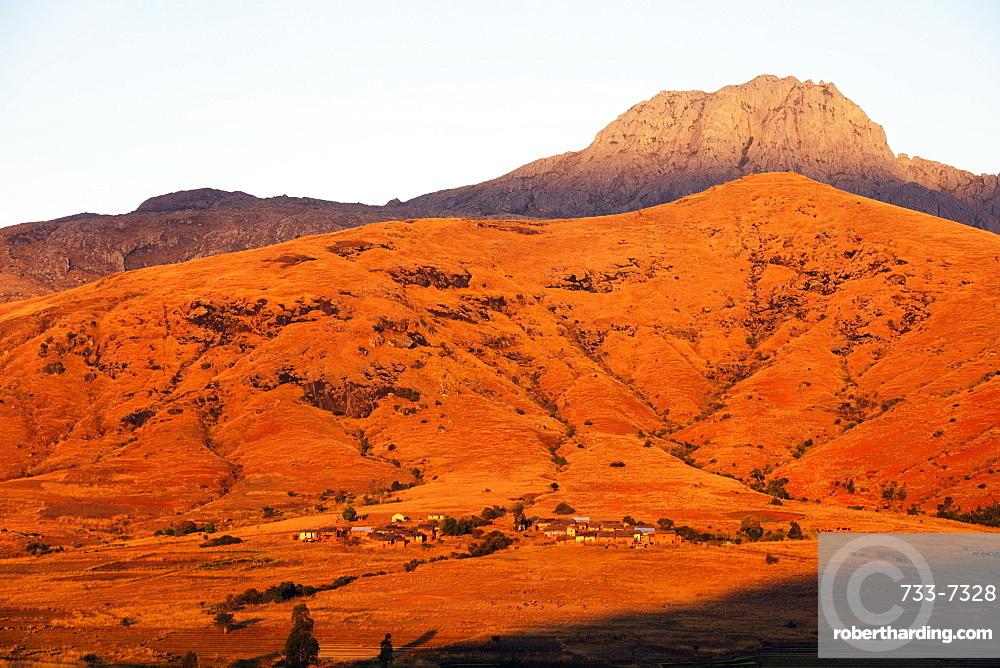Betsileo village in the afternoon sun, Tsaranoro Valley, Ambalavao, central area, Madagascar, Africa
