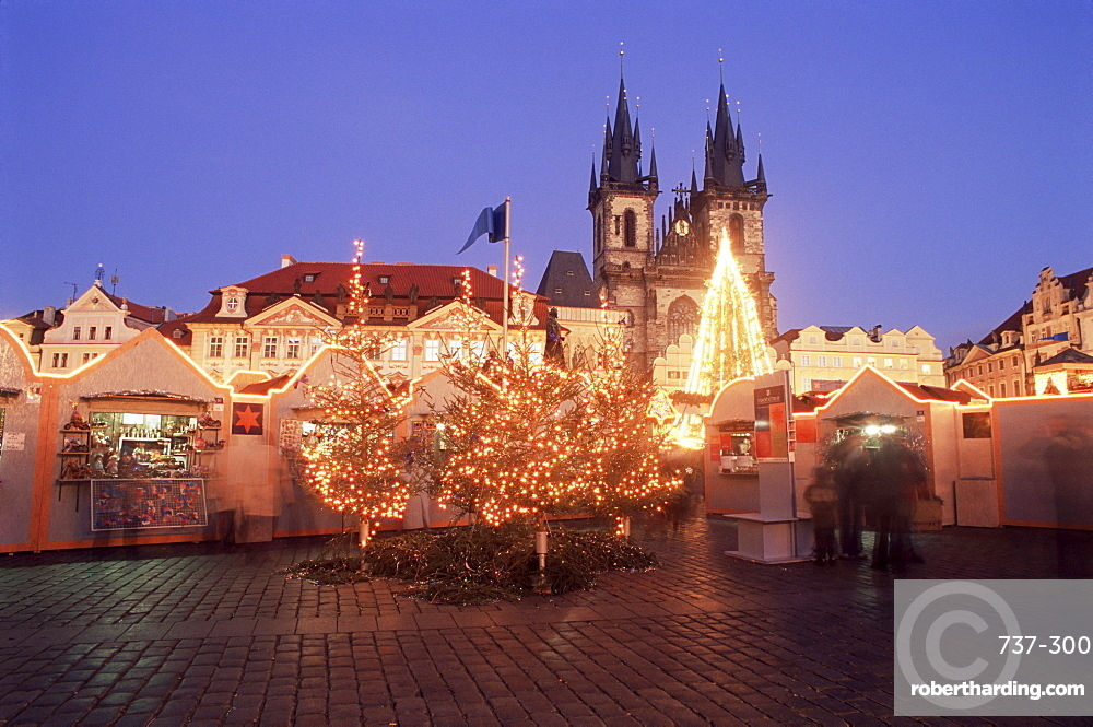 Christmas market and tree with Gothic Church of our Lady before Tyn at Staromestske namesti (Old Town Square), Stare Mesto, Prague, Czech Republic, Europe