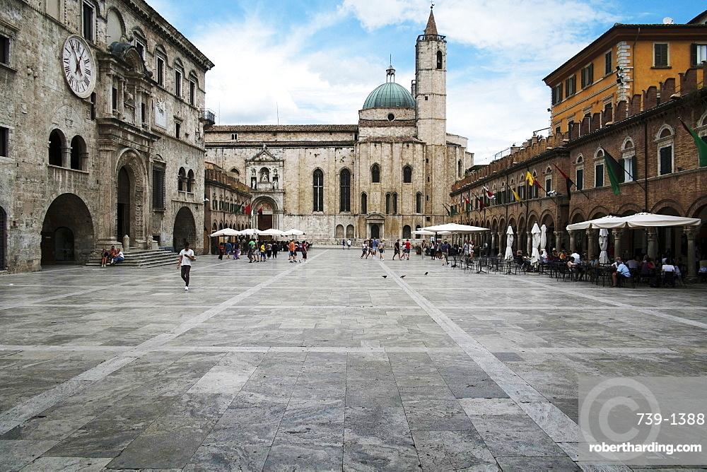 Market square, Ascoli Piceno, Le Marche, Italy, Europe