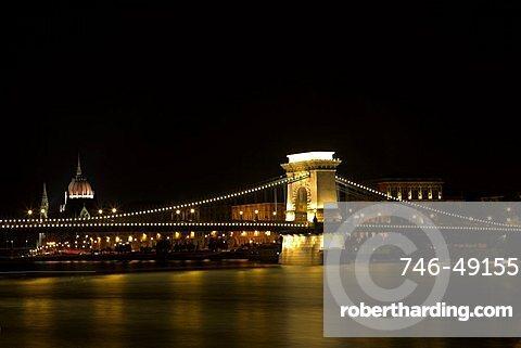 Szechenyi Chain bridge spans the Danube river between Buda and Pest, Hungary, Europe