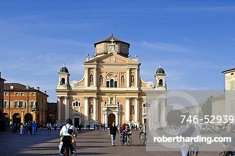 Piazza dei martiri and cathedral, Carpi, Emilia Romagna, Italy