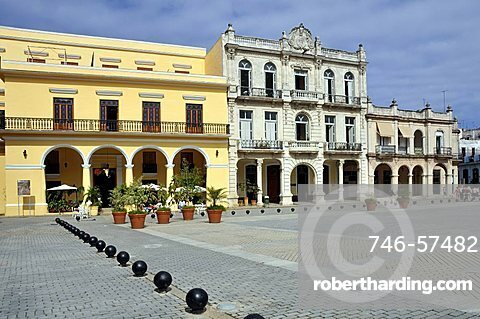 Plaza Vieja, Habana Vieja, La Habana, Cuba, West Indies, Central America