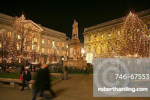 Piazza Della Scala square and Leonardo da Vinci monument, Milan, Lombardy, Italy, Europe