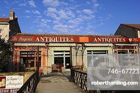 France, Provence, Isle sur la Sorgue, brocant antik shop