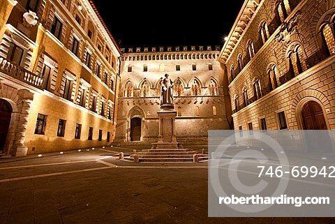 Piazza Salimbeni, Siena, Tuscany, Italy