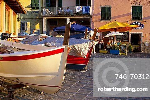 Foreshortenig, Manarola, Cinque Terre, UNESCO World Heritage Site, Ligury, Italy, Europe