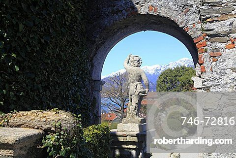 Statue in the garden, Isola Bella, Borromean Islands, Lago Maggiore, Piedmont, Italy