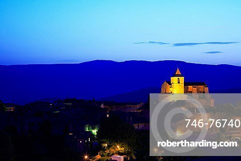 Panoramic view on the village of Saignon at the dusk, Vaucluse department, Provence-Alpes-C¬?te d'Azur