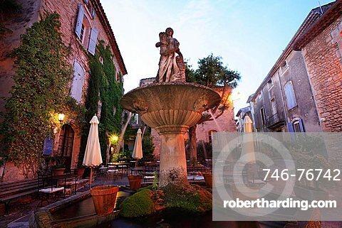 Saignon, historic centre at the dusk, Vaucluse department, Provence-Alpes-C¬?te d'Azur, France, Europe