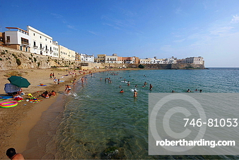Beach in the old town, Gallipoli, Salentine Peninsula, Apulia, Italy