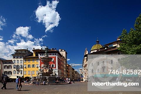 Nettuno Fountain in Duomo square and Casa Rella in Belenzani street, Trento, Trentino, Italy, Europe