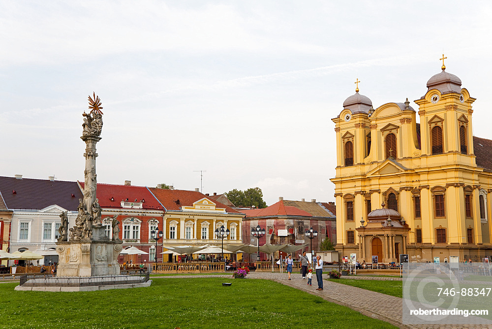 Timisoara in the Banat of Romania, roman catholic cathedral built by Emanuel Fischer von Erlach. front: plague column, Europe, Eastern Europe, Romania
