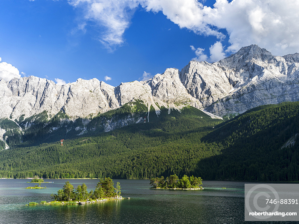 Lake  Eibsee with Mt. Zugspitze  (2962m) on the right during evening with the Wetterstein Mountain Range close to Garmisch-Partenkirchen in county Werdenfelser Land. Lake Eibsee is one of the major natural attractions of Bavaria with many toursits visiting the area in summer and winter. europe, Central Europe, Germany, Bavaria, August