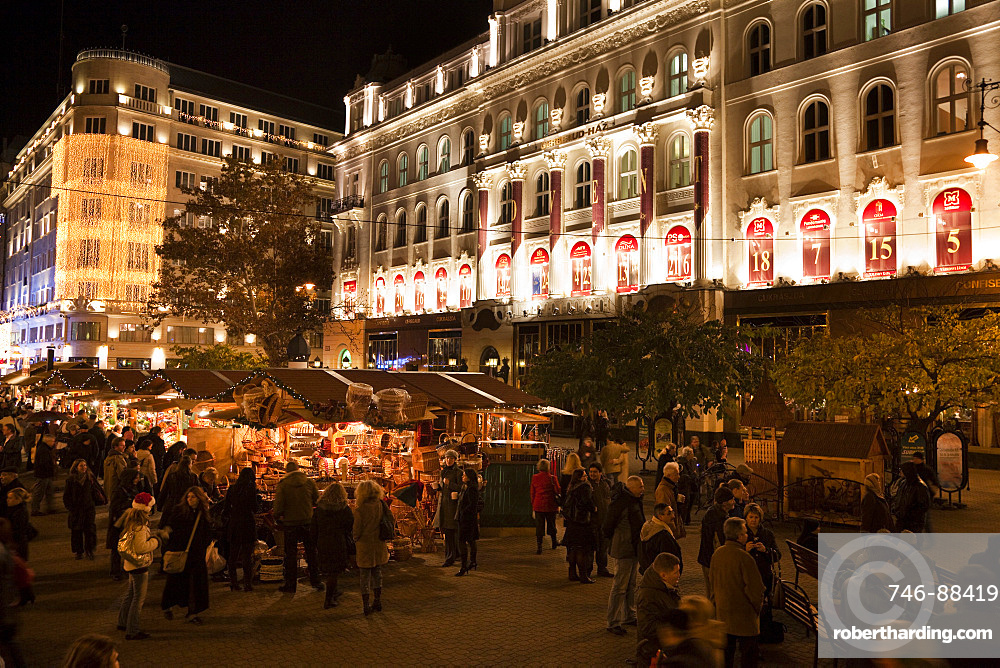Christmas Market in Budapest, Voeroesmarty Ter with the Gerbeaud Hause, Euope, Eastern Europe, Hungary, Budapest
