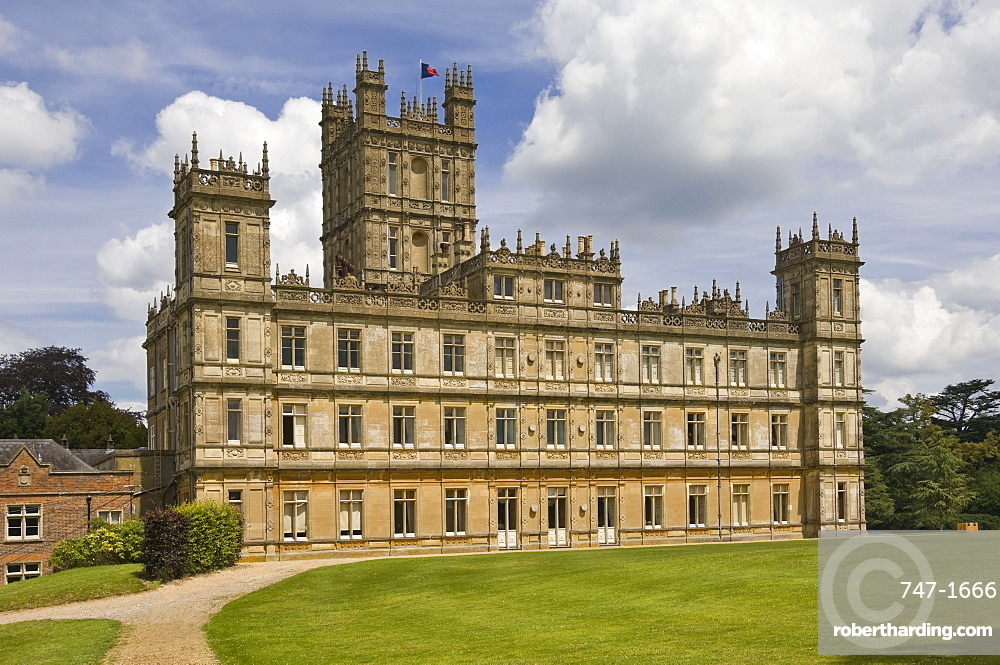 Highclere Castle, home of the Earl of Carnarven, the 5th Earl being famous for archaeological work in Egypt, the House featured in the BBC Drama Downton Abbey, Hampshire, England, United Kingdom, Europe