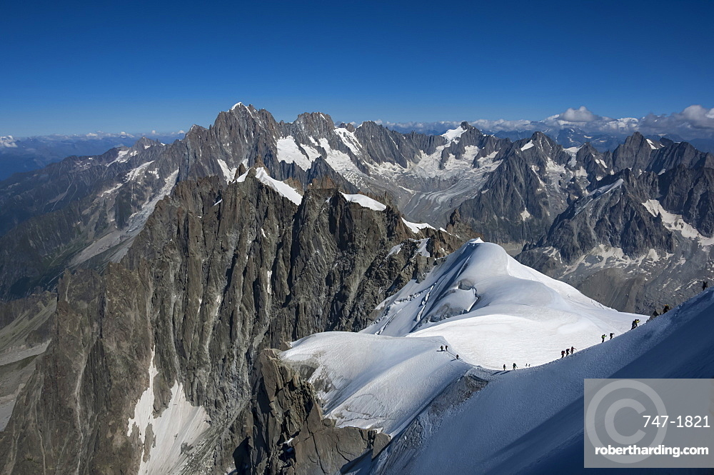 Climbers on a snowfield approaching the Aiguile du Midi, 3842m, Graian Alps, Chamonix, Haute Savoie, French Alps, France, Europe