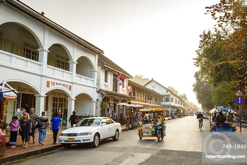 Shops and restaurants on the main street, Sisavangvong Road, Luang Prabang, Laos, Indochina, Southeast Asia, Asia
