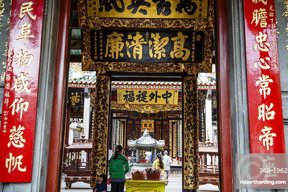 Nghia An Hoi Quan Pagoda in Cholon (Chinatown), Ho Chi Minh City (Saigon), Vietnam, Indochina, Southeast Asia, Asia