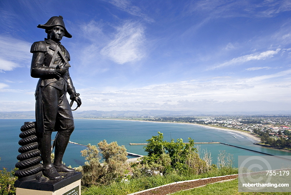 Statue at point where Cook first landed, although the statue, brought from Italy and dating from the 19th century is probably not of Cook, James Cook Plaza, Poverty Bay, Gisborne, North Island, New Zealand, Pacific