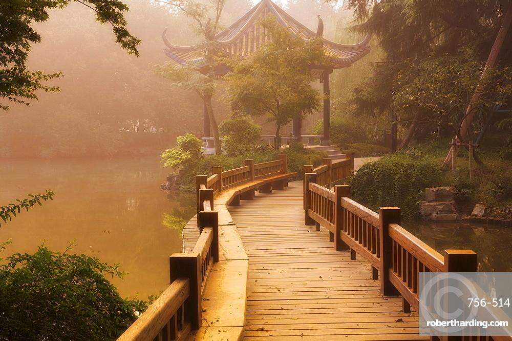 Footpath and pavillon, West Lake, Hangzhou, Zhejiang Province, China, Asia