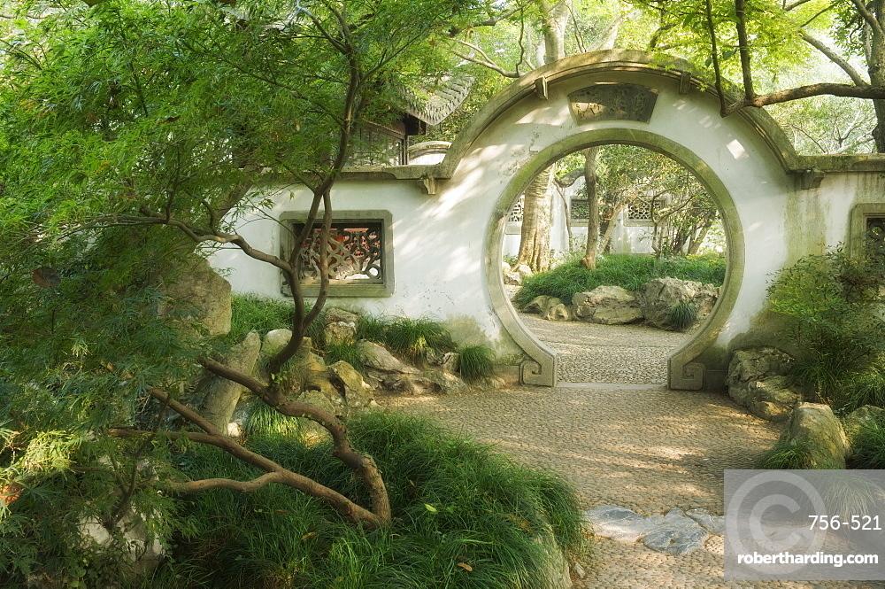 Moon Gate, West Lake, Hangzhou, Zhejiang Province, China, Asia