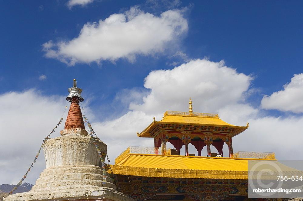Chorten and roof, Leh, Ladakh, Indian Himalaya, India, Asia
