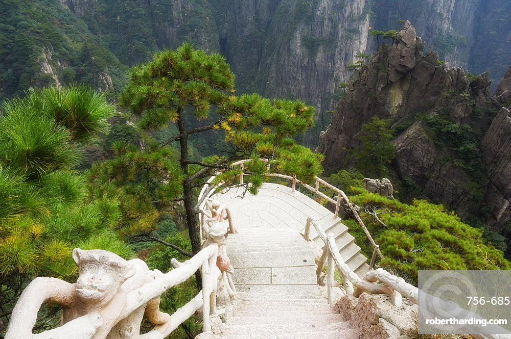 Footpath, Xihai (West Sea) Valley, Mount Huangshan (Yellow Mountain), UNESCO World Heritage Site, Anhui Province, China, Asia