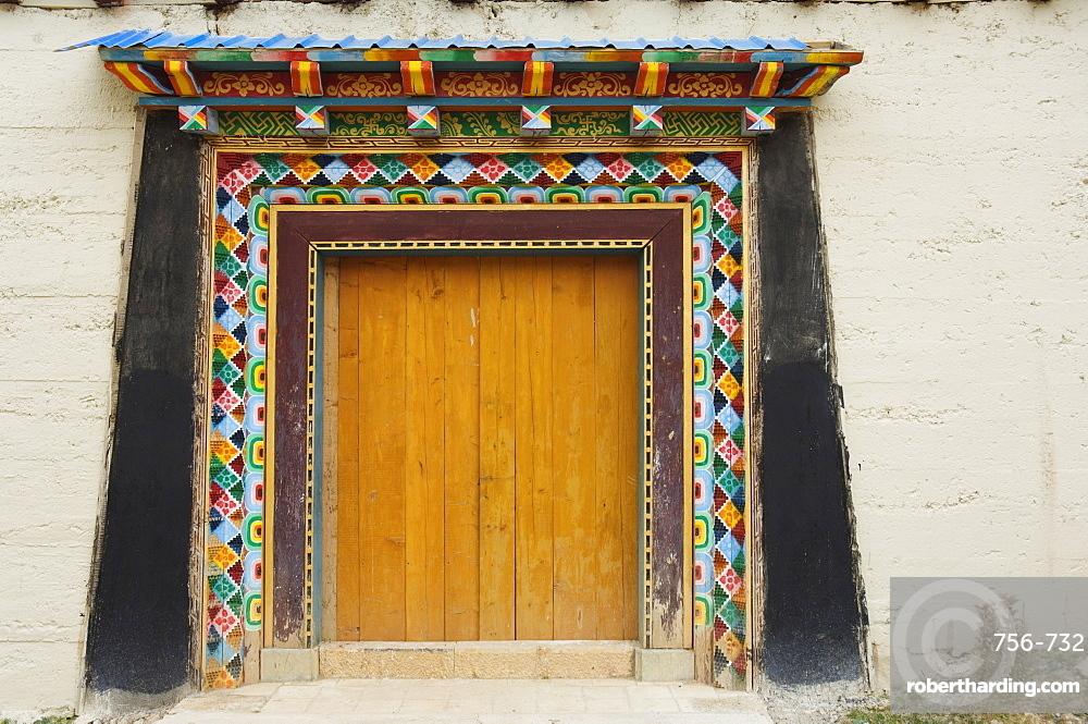 Door, Gedan Song Zanling Temple, Shangri-La (Zhongdian), Yunnan Province, China, Asia