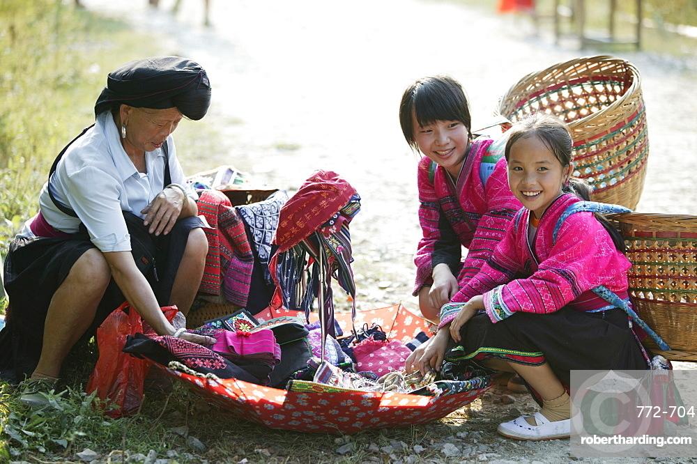 Woman and girls of Yao minority, Longsheng terraced ricefields, Guilin, Guangxi Province, China, Asia