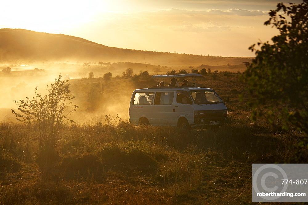 Tourists on safari in the Masai Mara National Reserve, Kenya, East Africa, Africa