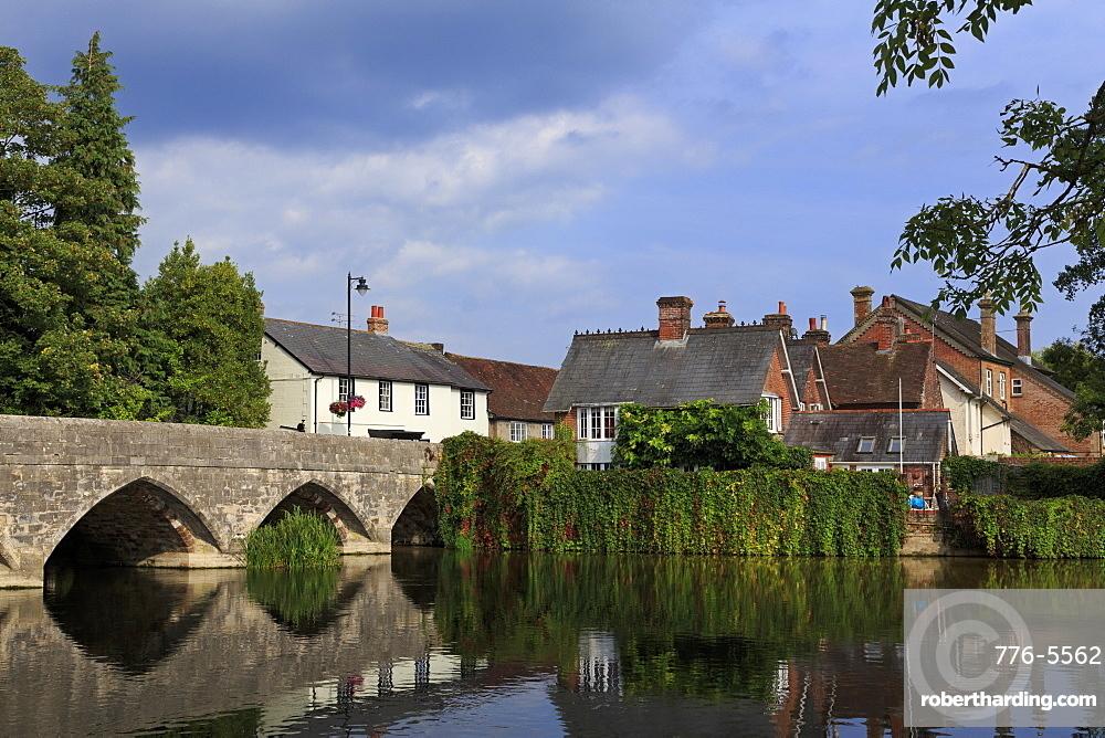 Seven arched bridge, Fordingbridge Town, New Forest, Hampshire, England, United Kingdom, Europe