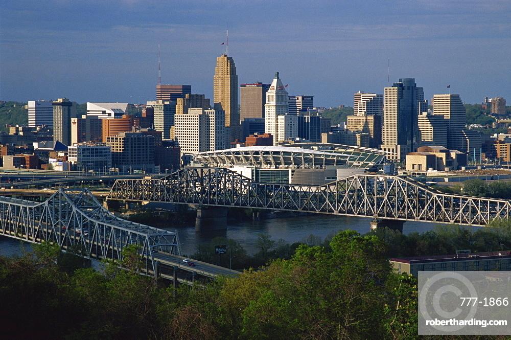 City skyline and Ohio River, Cincinnati, Ohio, United States of America, North America