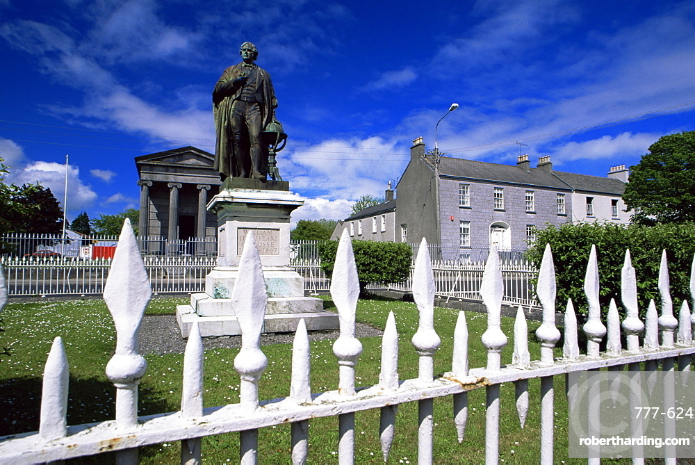 Statue of the 3rd Earl of Rosse, Birr Town, County Offaly, Leinster, Republic of Ireland, Europe