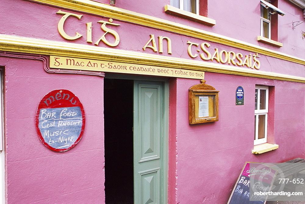 Pub in Ballyferriter, Dingle Peninsula, County Kerry, Munster, Republic of Ireland, Europe