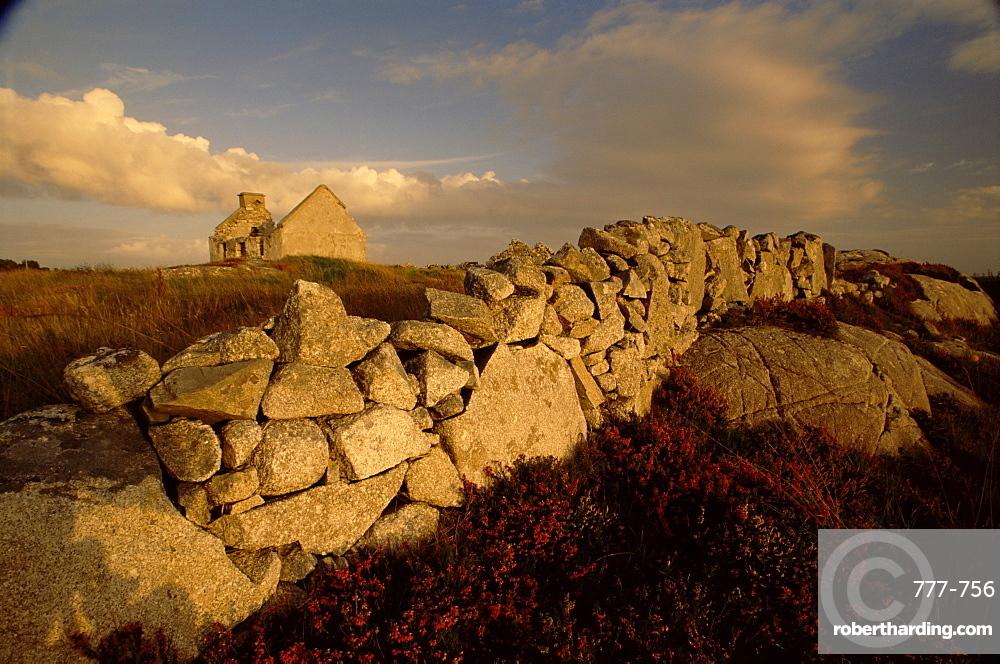 Ruin, Rossaveal region, County Galway, Connacht, Republic of Ireland, Europe
