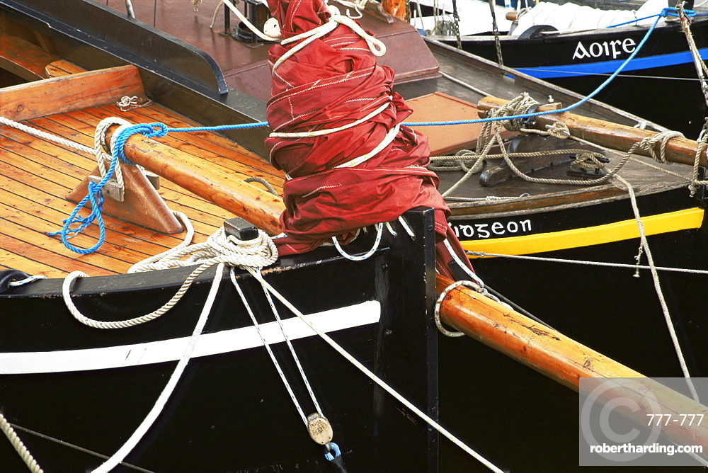 Traditional Galway hooker, Kinvarra Pier, County Galway, Connacht, Republic of Ireland, Europe
