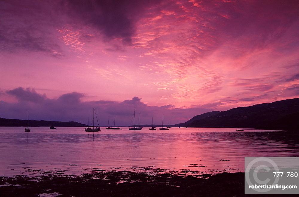 Sunset, Clifden Bay, Connemara, County Galway, Connacht, Republic of Ireland, Europe