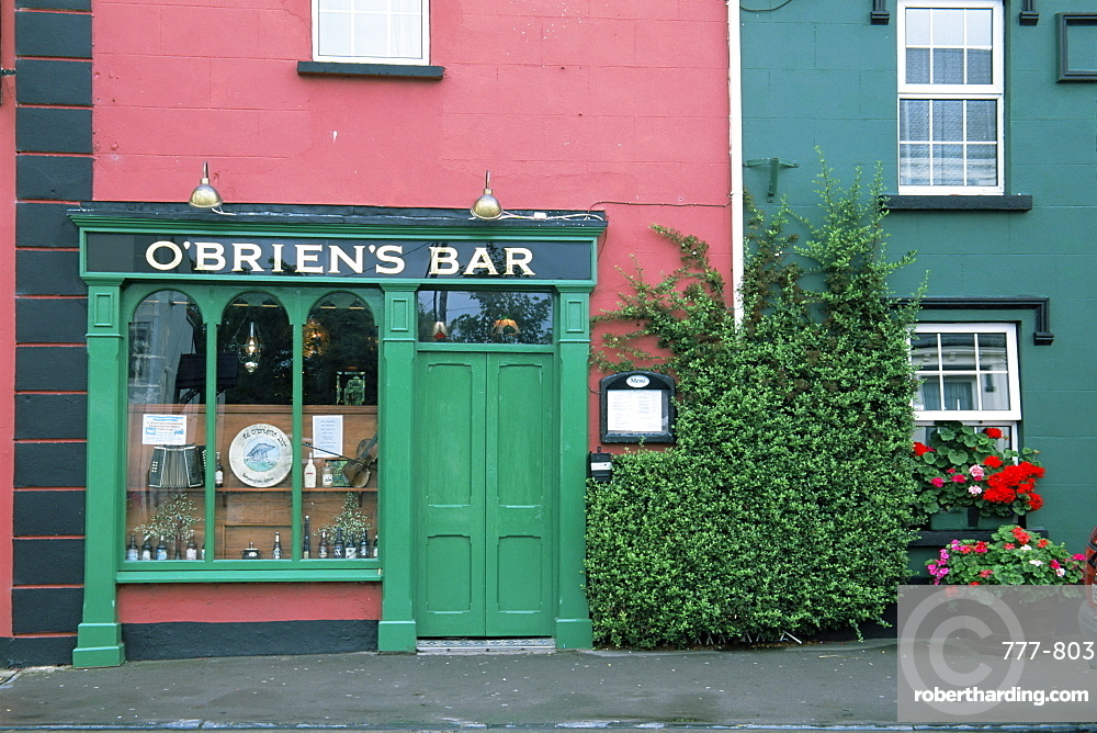 O'Brien's pub, Ballyvaughan, County Clare, Munster, Republic of Ireland, Europe