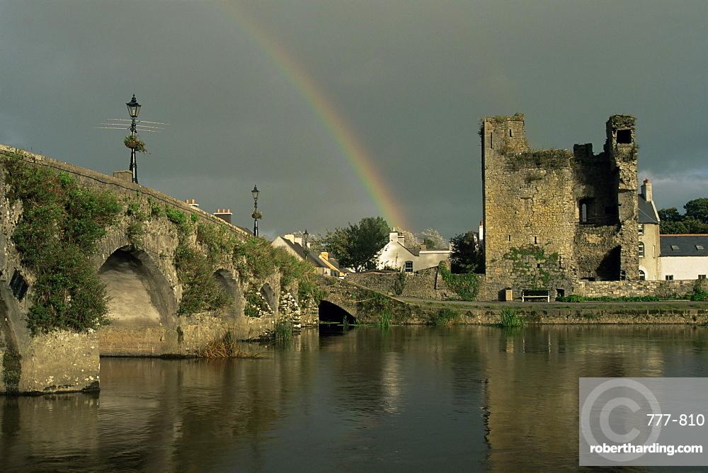 Village of Leighlinbridge, River Barrow, County Carlow, Leinster, Republic of Ireland, Europe