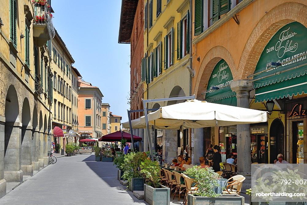 Alfresco restaurants and Porticos (covered walkways), Borgo Stretto, Pisa, Tuscany, Italy, Europe