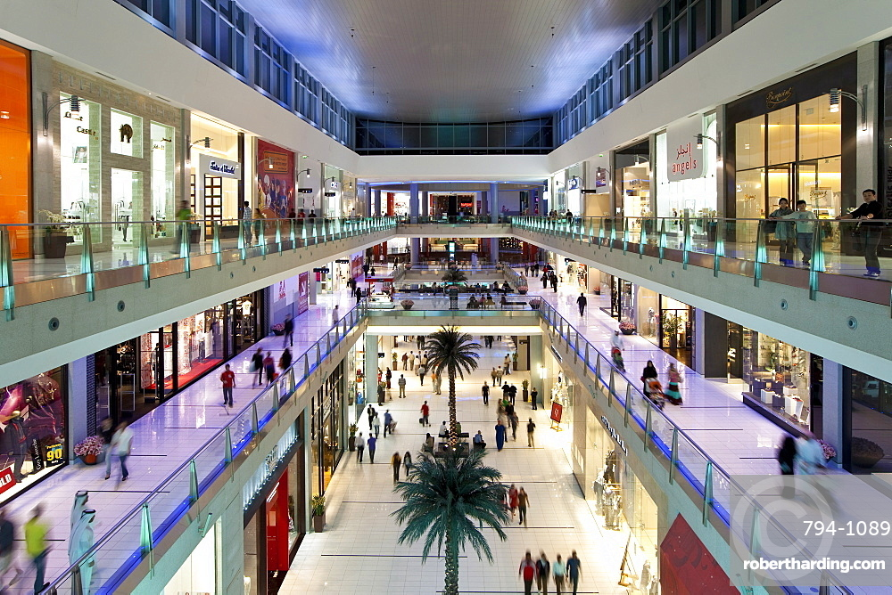Dubai Mall, the largest shopping mall in the world with 1200 shops, part of the Burj Khalifa complex, Dubai, United Arab Emirates, Middle East